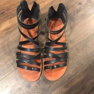 American Eagle black sandals size 8